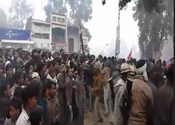 आफत लेकर गोरखपुर से चल रही इंटरसिटी , ट्रेन तो नहीं रुकी लेकिन अपराधी बने युवक