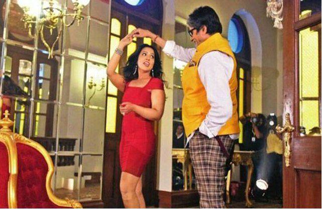 देवेंद्र फड़नवीस की पत्नी और अमिताभ बच्चन की इस तस्वीर पर मचा हंगामा