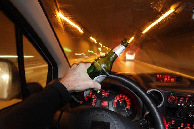 नशे में धुत बारातियों ने शराब की बोतलें बरसायीं