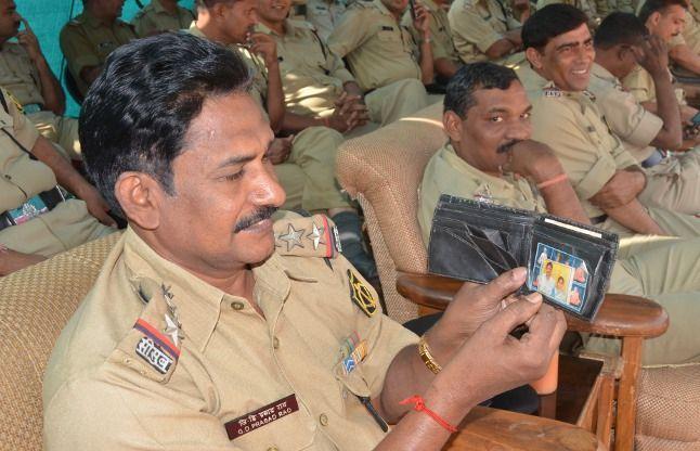 BSF स्थापना दिवस: फौजी भी कमाल के होते हैं छोटे से बटुए में छिपा परिवार और दिल में पूरा हिंदुस्तान..