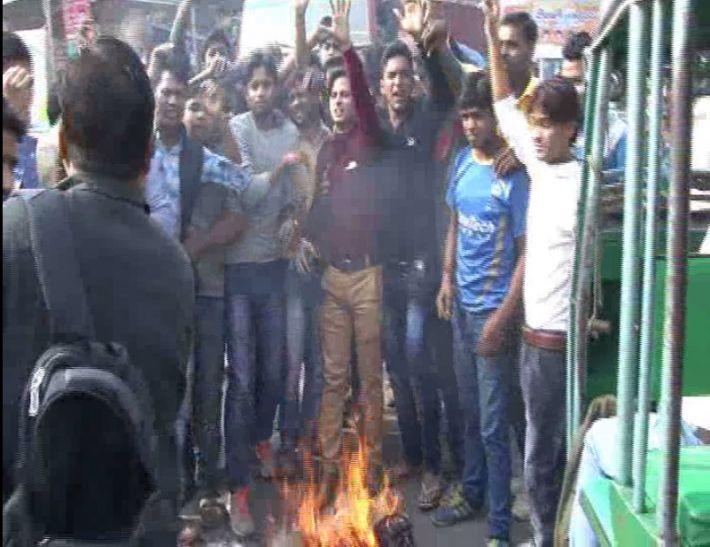 फर्रुखाबाद मेंपाकिस्तान का पुतला फूंका, मोदी जिंदाबाद के लगे नारे