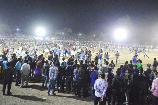 रोमांच में गर्म हुई सर्द रात, रात्रिकालीन क्रिकेट का खिताब रहा बड़वानी के पास