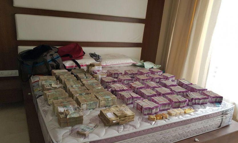 बेंगलूरु में चार लोगों के पास मिले 4.70 करोड़ के 2 हजार वाले नए नोट