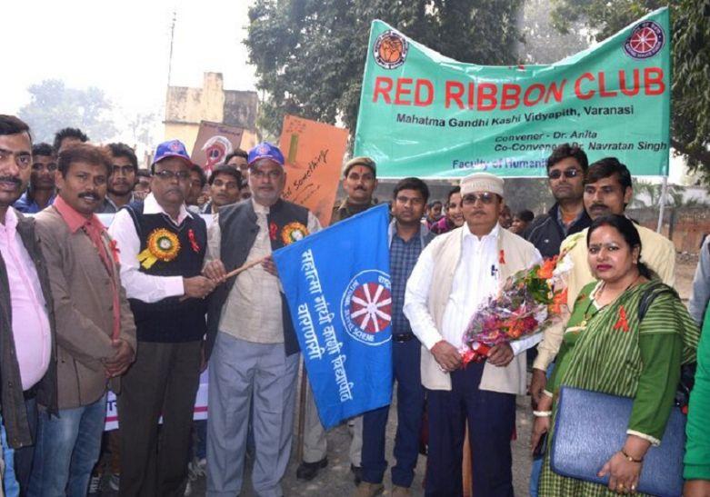 विश्व एड्स दिवस: छात्रों ने रैली के निकाल किया जागरूक