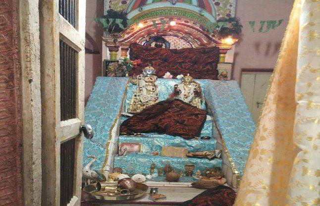100 साल पुराने मंदिर से अष्टधातु की 4 मूर्तियां चोरी, छत्र-मुकुट भी ले उड़े चोर