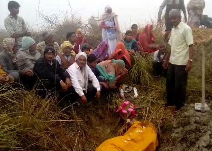 45 वर्ष की उम्र में गाय की मौत, रीति-रिवाज से किया अंतिम संस्कार
