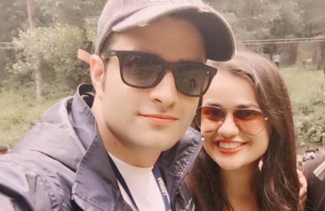 इन दो युवा आईएएस की शादी पर हिंदू महासभा को आपत्ति