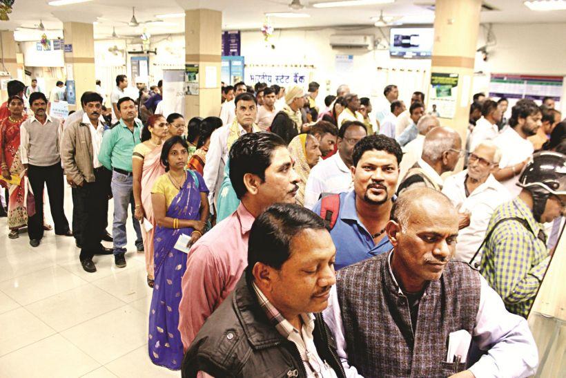 एसबीआई ने बांटे 10 करोड़, देना बैंक का सर्वर फेल, दूसरे बैंकों से लौटे खाली हाथ