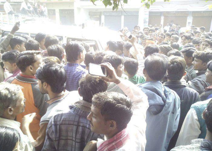 रुपए निकालने में असफल लोगों ने वीरपुर में हाईवे किया जाम