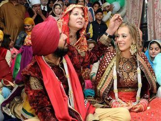 शादी में नहीं पहुंचे भज्जी ने उड़ाया युवराज का मजाक, इस बल्लेबाज ने भी ली चुटकी