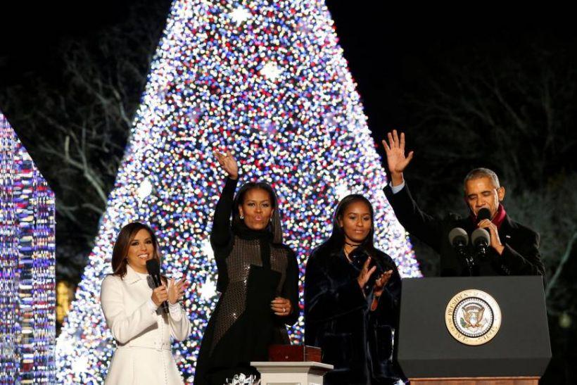 बराक ओबामा ने अंतिम बार नेशनल क्रिसमस ट्री को किया प्रकाशित