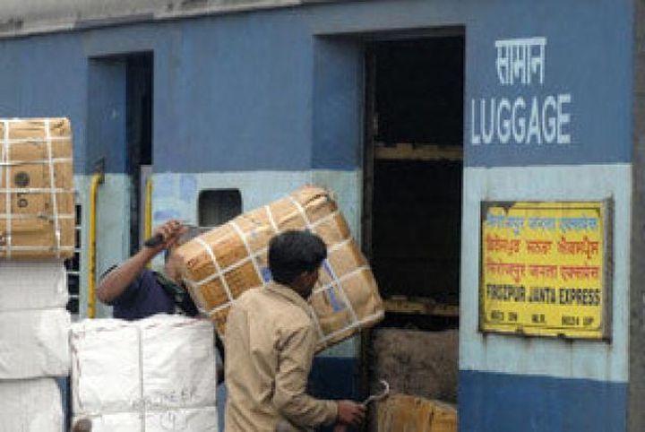 @INDIAN RAILWAY- ट्रेनों से अब हटेगा पार्सल कोच