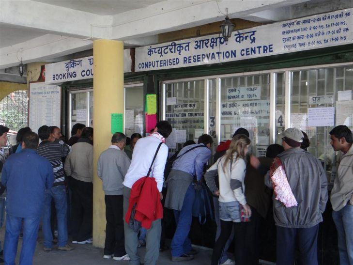 12 हजार रेलवे काउंटर कैशलेस बनेंगे, जनरल टिकट की बुकिंग भी कैशलेस