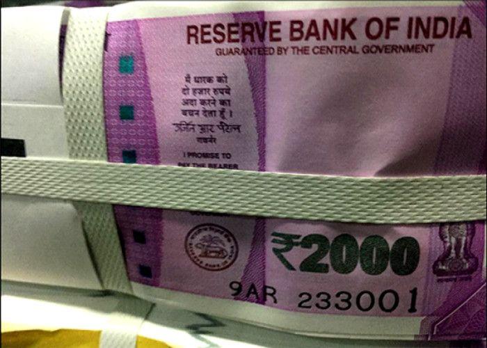 ...आखिर किसने फेंके बैगों में भरकर 2000 के नए नोट