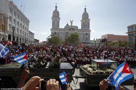 PHOTO: क्यूबा के महान नेता कास्त्रो की अस्थियां सैंटियागो में दफन