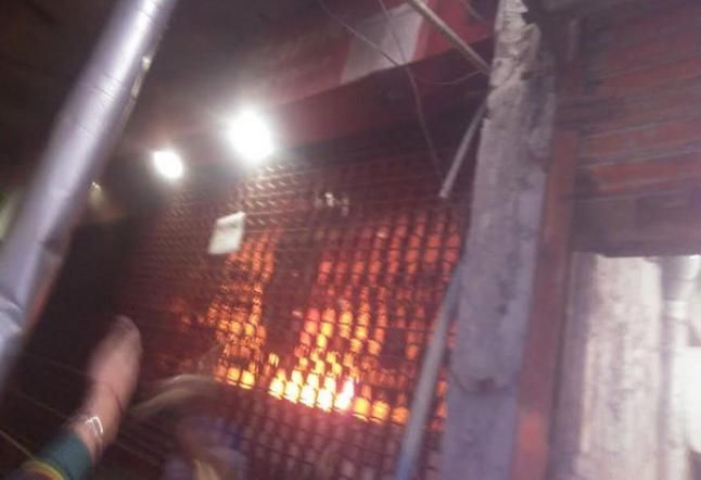 बैंक में लगी आग, लाखों रुपये जलने का अनुमान