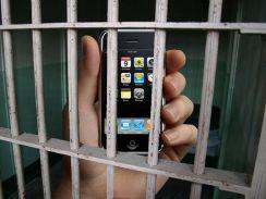 सरकार यूं ही नहीं करा रही कैदियों को मोबाइल पर बात, इसके पीछे है ये राज