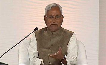 शहीदों के परिजन को मिलेंगे 5-5 लाख रुपएः नीतीश कुमार