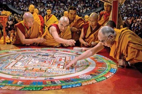 China Threat: कालचक्र पूजा में नहीं शामिल हो पाए 7000 तिब्बती नागरिक