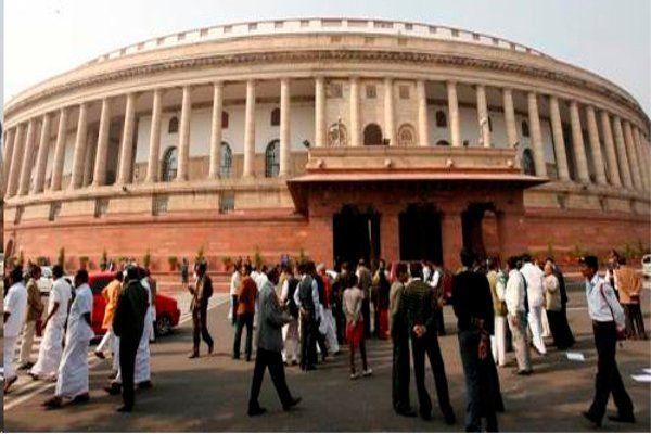 जनता की गाढ़ी कमाई से चलने वाली संसद के सत्र के हंगामे की भेंट चढ़ने पर आप क्या सोचते हैं?