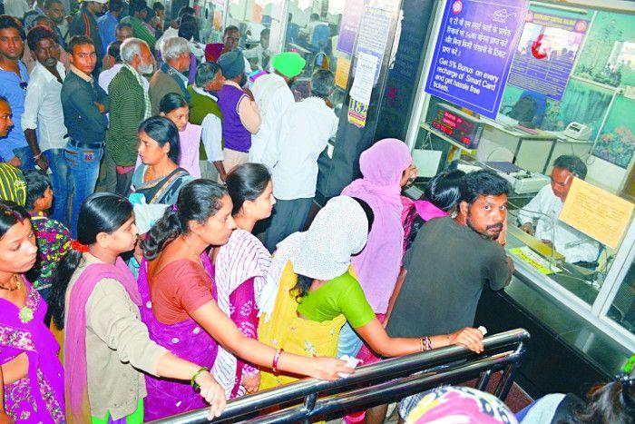 रेलवे पर कड़कड़ाती ठंड की मार, 15 दिन में कैंसिल हुए 300 से अधिक टिकट