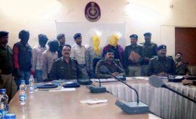 डकैती की योजना बनाते 5 बदमाश गिरफ्तार, पिस्टल सहित धारदार हथियार बरामद