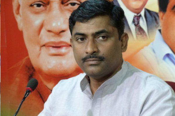 नोटबंदी पर बोलने से कतराए भाजपा नेता, कार्यकर्ता के सवाल पर किया इनकार