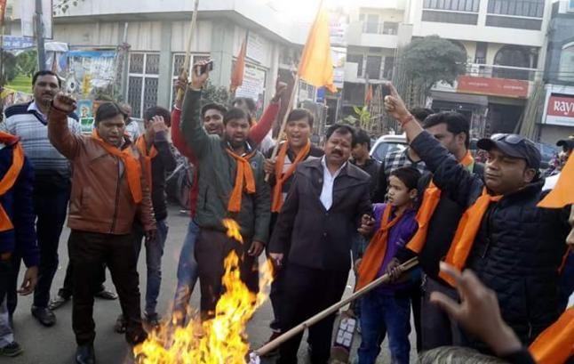 बंगाल में ममता के इशारे पर हो रहा अत्याचार