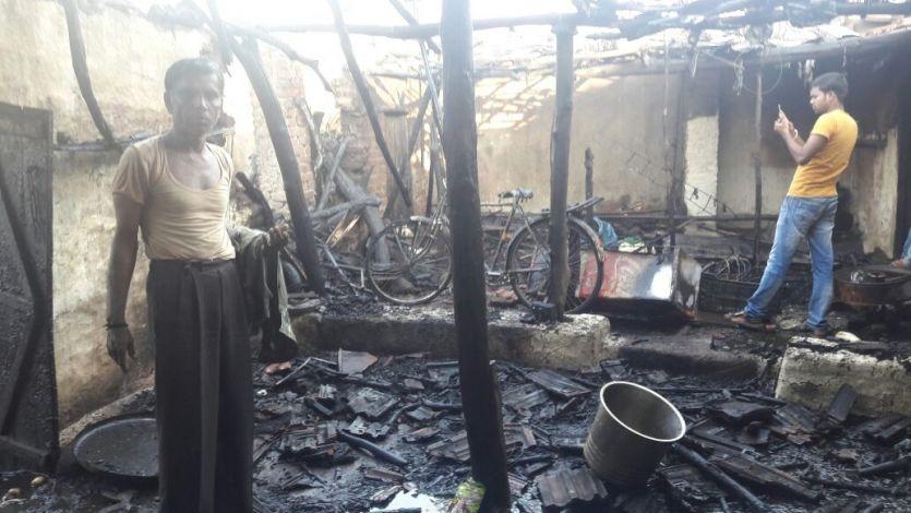 घर में लगी आग, कमरे में बंधी 20 बकरियों की मौत