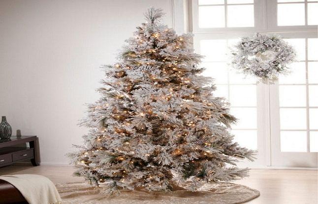 #Christmas: बटन दबाते ही क्रिसमस ट्री पर बिछ जाएगी बर्फ की चादर