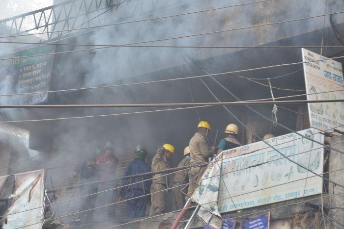 मच गया हड़कंप, जब केटी कॉम्प्लेक्स में लगी भीषण आग, 19 दुकानें खाक