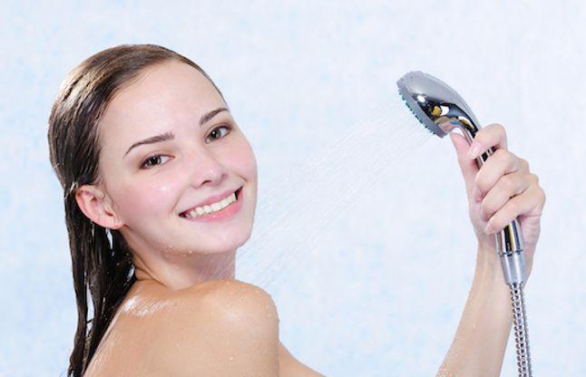 अगर आप Nude होकर नहाते हैं तो जानिए क्यों है यह अशुभ