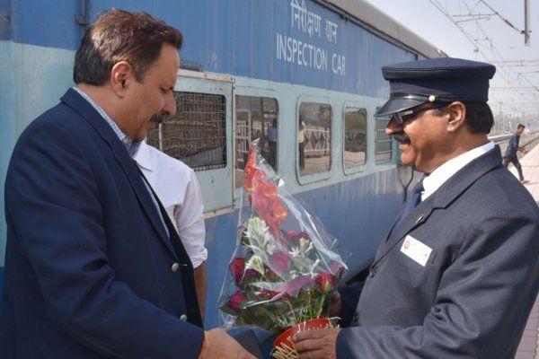 DRM ने किया स्टेशन का दौरा, अनाउंसमेंट ठीक करने की दी हिदायत