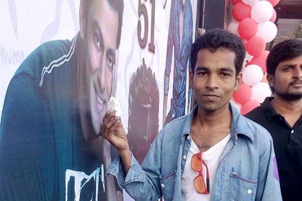 सलमान के बर्थडे पर फैंस ने मनाया 'बीइंग ह्यूमन डे', गरीब बच्चों में बांटे गिफ्ट्स