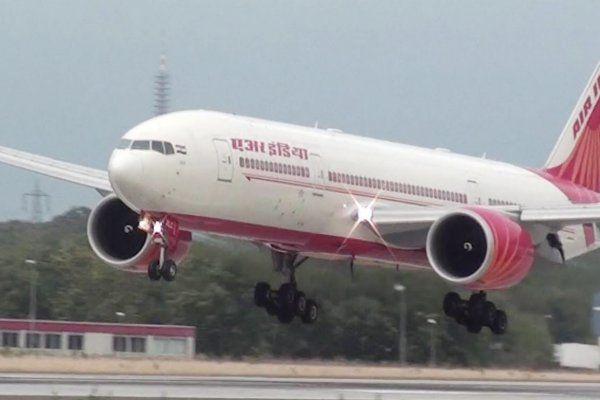 5 घंटे लेट हुई एयर इंडिया की फ्लाइट, मौसम और स्टाफ की कमी बनी वजह