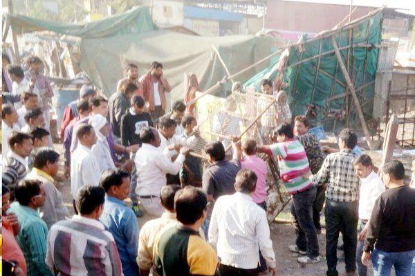 खुलेआम बेच रहे थे अवैध मांस, निगम अधिकारियों पर कार्रवाई के दौरान हमला
