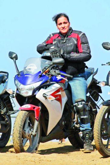 गजब का जुनून: इस महिला ने बाइक से तय किया 18 राज्यों का सफर