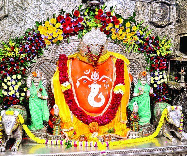 इंदौरियन्स ने नए साल का किया श्रीगणेश, खजराना मंदिर में पहुंचे हजारों श्रद्धालु