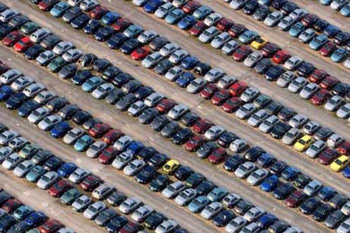 यदि आपकी गाड़ी काले या हरे रंग की है तो 2017 में हो सकती बड़ी दुर्घटना