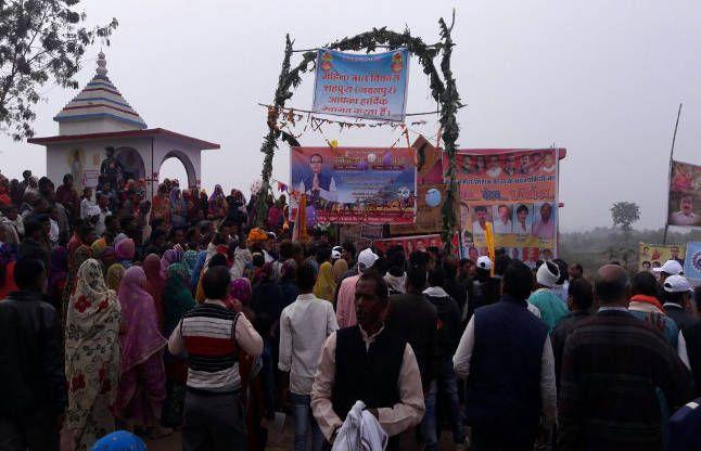 हजारों लोग मौजूद, जयकारा लगाते नरसिंहपुर पहुंची नर्मदा सेवा यात्रा
