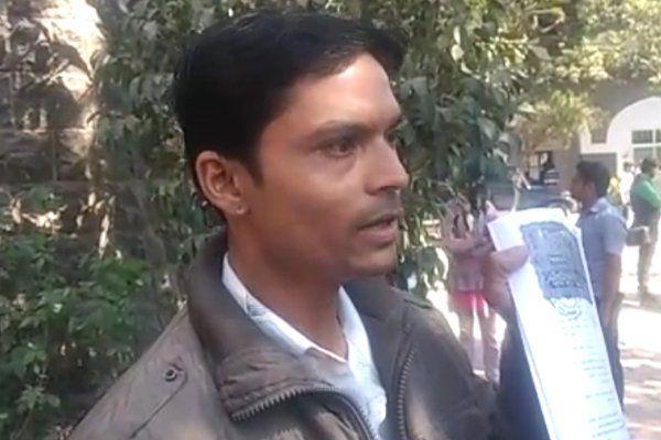 कब्जे से परेशान युवक, पुलिस से बोला 'प्लॉट नहीं मिला तो कर लूंगा आत्मदाह'