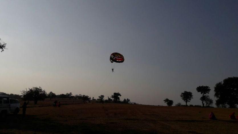 दो हजार फीट की ऊंचाई से लगाई छलांग