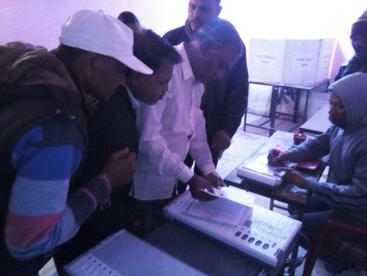 मांडू में इलेक्ट्रॉनिक थंब से हुआ चुनाव, कुल मतदान 79.56 प्रतिशत