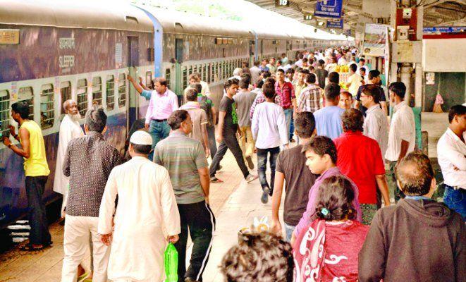 रेल पटरी में क्रैक, बड़े हादसे से बची मुजफ्फरपुर इंटरसिटी एक्सप्रेस