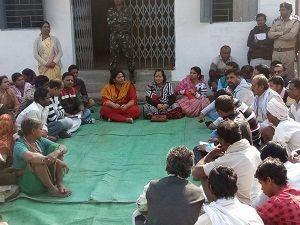 शिविर में ग्रामीणों की सुनी समस्याएं, निराकरण के दिए निर्देश
