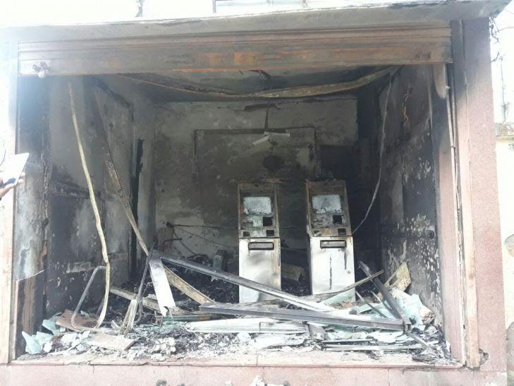 पीएनबी के एटीएम में लगी भीषण आग, जल गया कैश