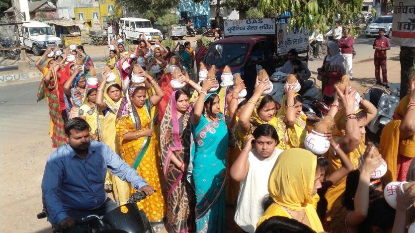 श्रीमद् भागवत कथा का शुभारंभ, निकली कलश यात्रा