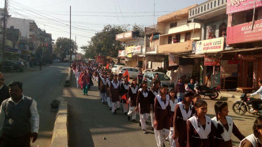 नमामि देवी नर्मदे की निकली यात्रा, हजारों भक्त हुए शामिल