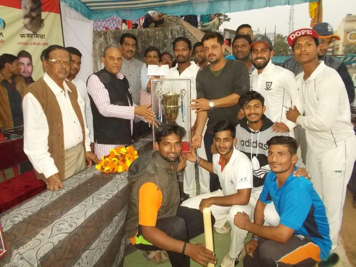 नपा प्रेसीडेंट कप क्रिकेट स्पर्धा की विजेता बनी जबलपुर