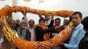जब अपनों के बीच पहुंचा जिले का ये लाल तो खुशियों से खिल उठा आजमगढ़ का आंगन